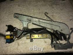 BMW E32 E34 M5 535i 525i 735i 740 750iL FRONT DRIVERS DOOR CATCH HANDLE ASSEMBLY